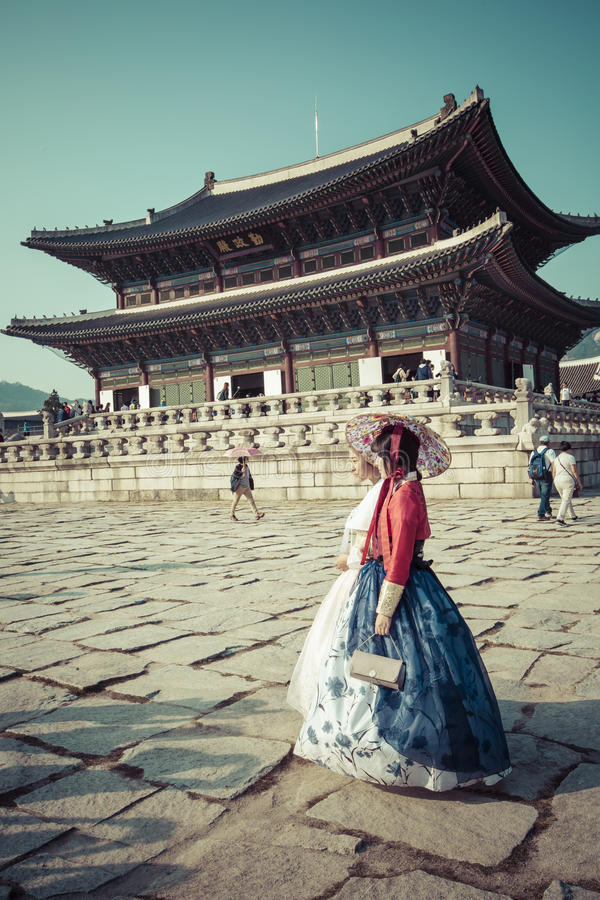 Seoul, South Korea - October 20, 2016: Young girls in traditional dresses at Gyeongbokgung Palace of Seoul, South Korea. stock image