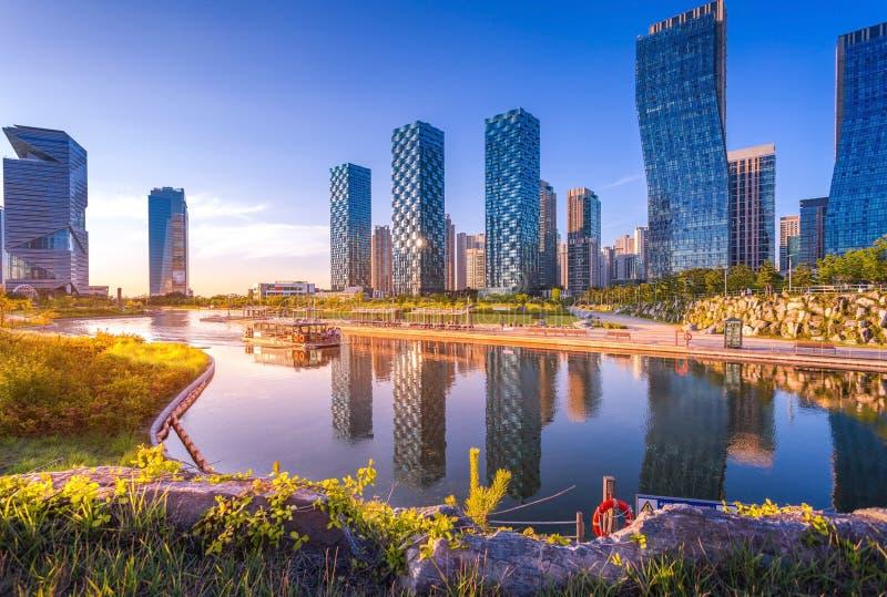 Seoul stad med härligt efter solnedgång, Central Park arkivfoton