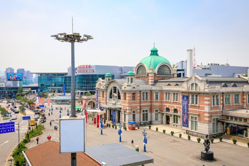 Seoul station som ses från Seoullo 7017 i Sydkorea royaltyfri fotografi
