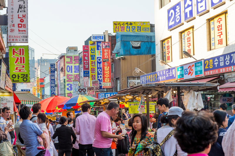 SEOUL SYDKOREA - MAJ 16: Namdaemun marknad i Seoul royaltyfri foto