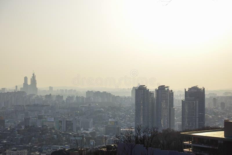 Seoul Sydkorea - 17 mars 2019: en dammig sikt av Seoul från Namsan, Seoul, Korea arkivbilder
