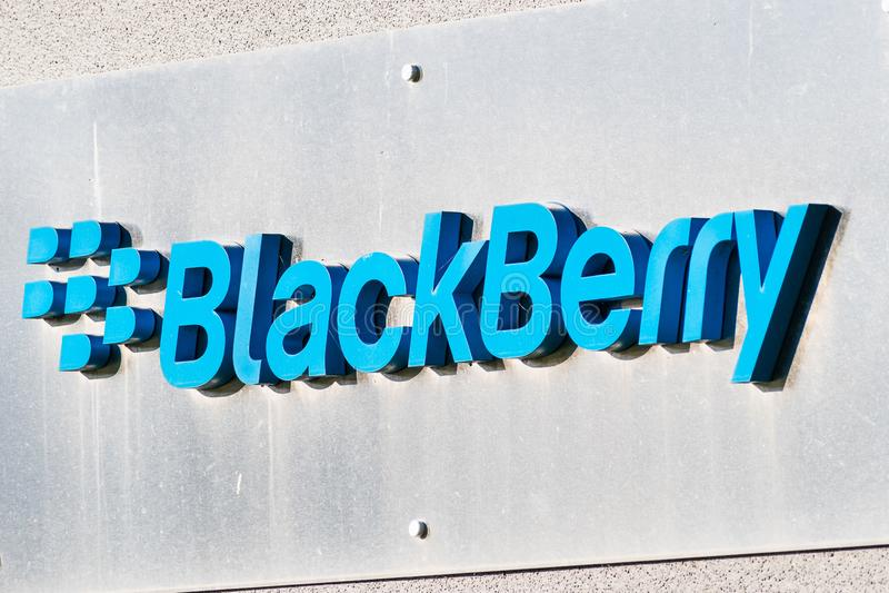 14 sep. 2019 Mountain View / CA / USA - Blackberry-logo op hun hoofdkwartier in Silicon Valley; BlackBerry Ltd, voormalig ontwikk royalty-vrije stock afbeeldingen