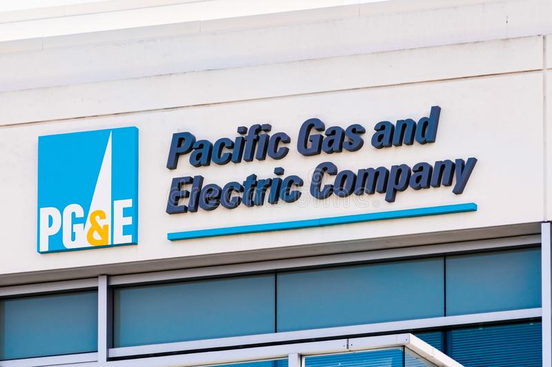 Sep 25, 2019 San Ramon/CA/USA - PG&E Pacific Gas and Electric Company, skylt vid högkvarteret i östra San Francisco Bay arkivbild