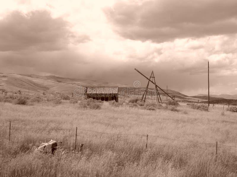 sepia амбара пойденный днями стоковое изображение