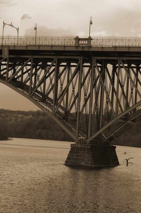Sepia brug stock afbeelding