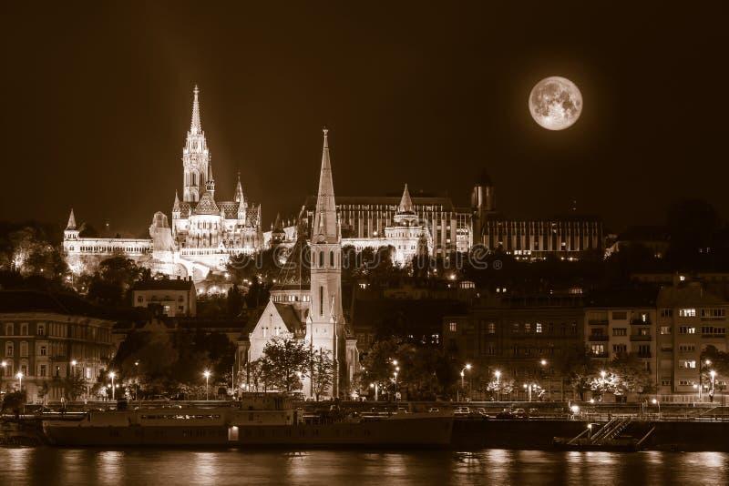 Sepia - nocny widok na Budapeszt obraz royalty free