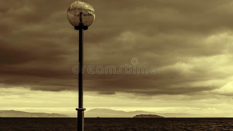 Download Sepia Stormachtige Kust - De Zwarte Zee Stock Afbeelding - Afbeelding bestaande uit wolken, seizoen: 39113845
