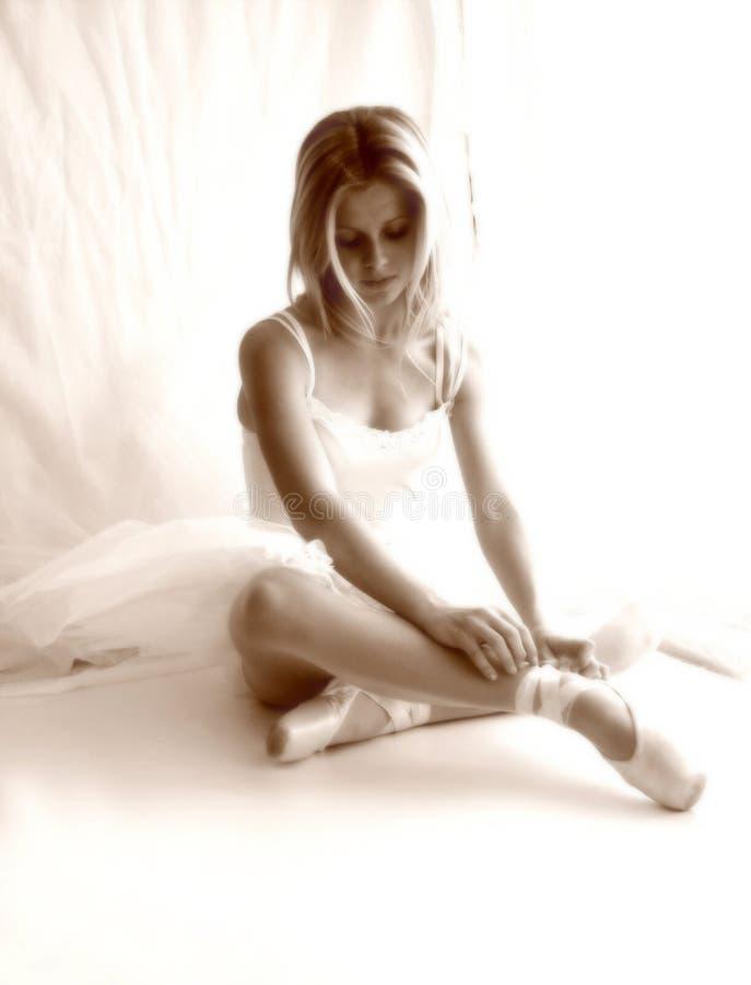 Sepia suave del foco de la bailarina fotografía de archivo