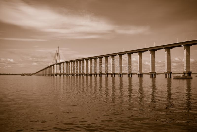 Sepia toned Rio Negro Bridge, Manaus, Amazonas Brazilië stock foto
