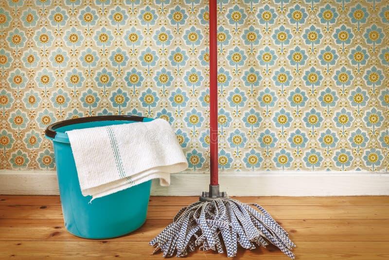 Sepia tonte Bild von Reinigungsgeräten lizenzfreie stockfotos