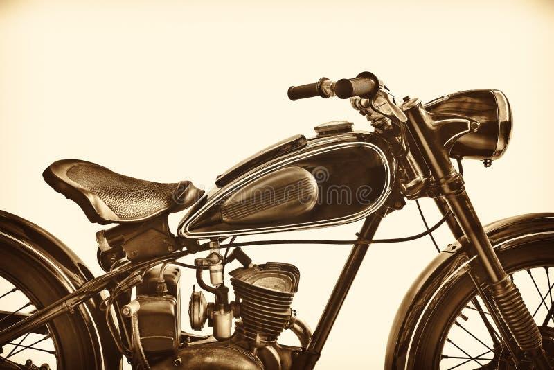 Sepiowy stonowany wizerunek rocznika motocykl obraz stock