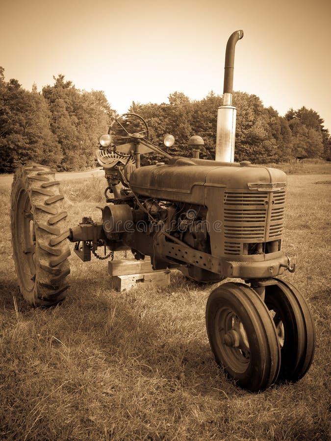 Seppia del trattore dell'annata fotografia stock