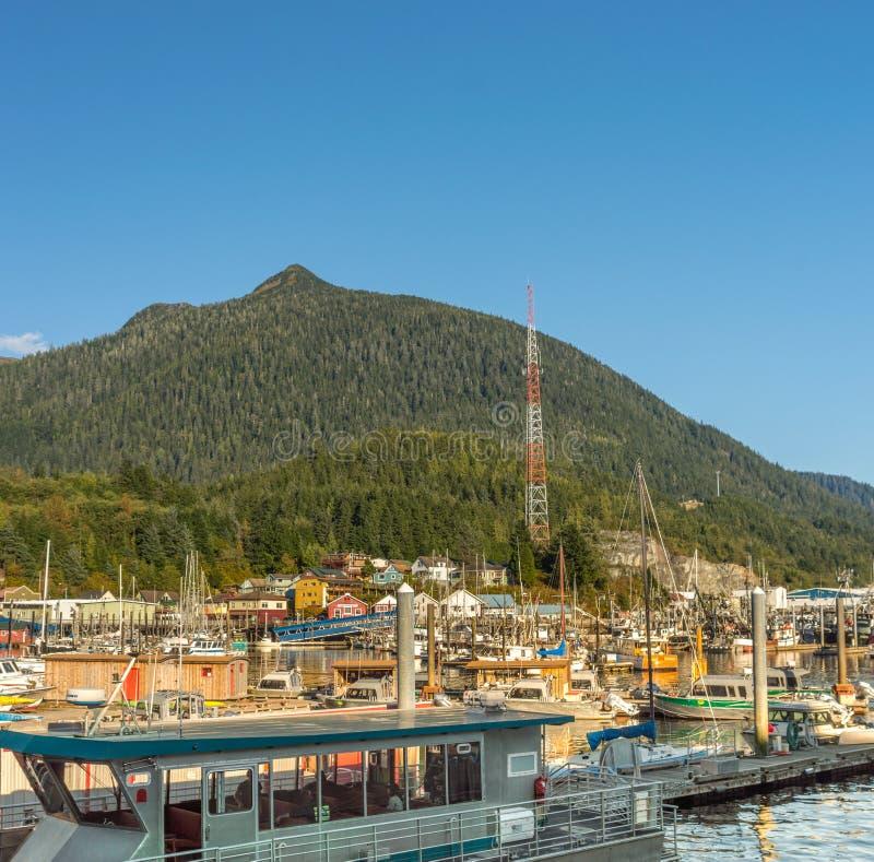 sept 17, 2018 - Ketchikan, AK: Muitos barcos amarraram em Thomas Basin Small Boat Harbour foto de stock royalty free