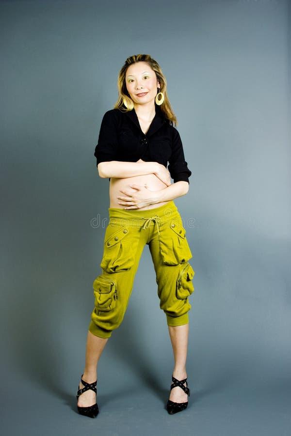 Sept mois d'enceinte image stock