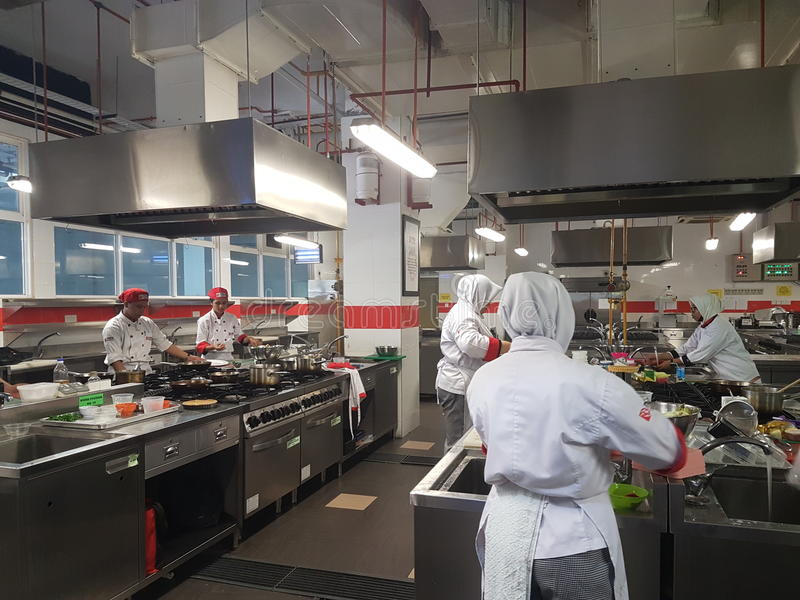 Sept. 1. 2016, Shah Alam Junggeselle kulinarischer praktischer Sitzung Art Students stockfotografie