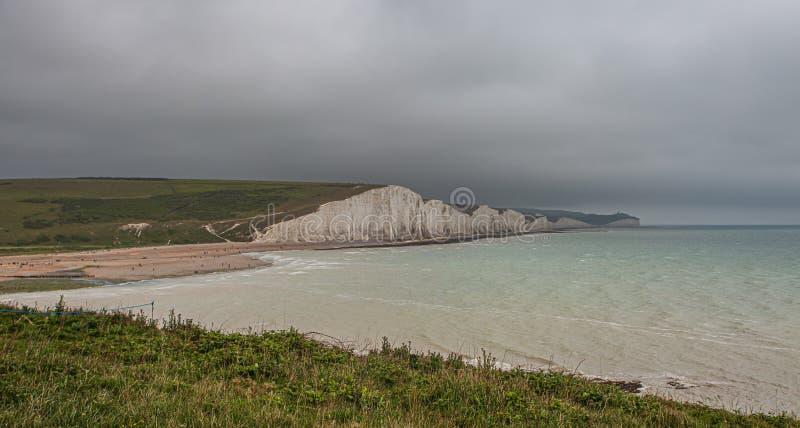 Sept soeurs marquent des falaises à la craie le Sussex est Angleterre R-U photographie stock libre de droits