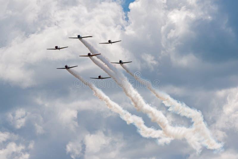 Sept Texans AT-6 dans la formation étroite photo libre de droits
