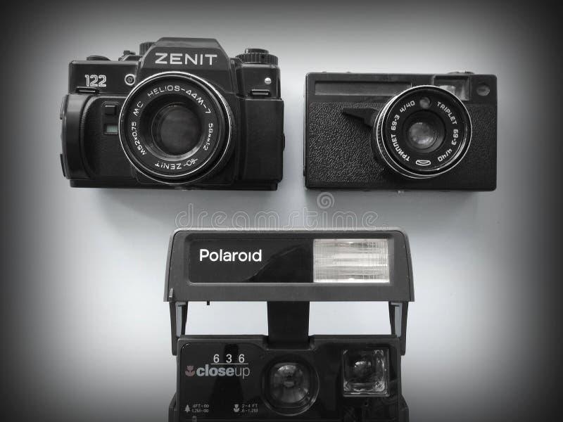 September-, 22, 2017arzamas, Russlands alter Kamera Zenit, Polaroid und Dreiergruppe stockbilder