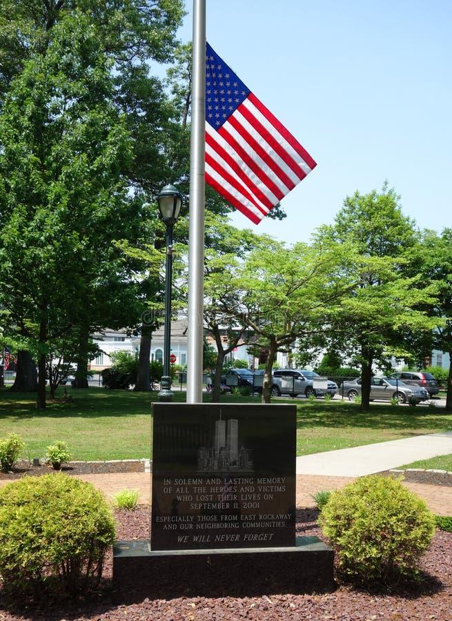 11 september gedenkteken met kolommen van World Trade Centerplaats in het Oosten Rockaway, New York royalty-vrije stock afbeelding