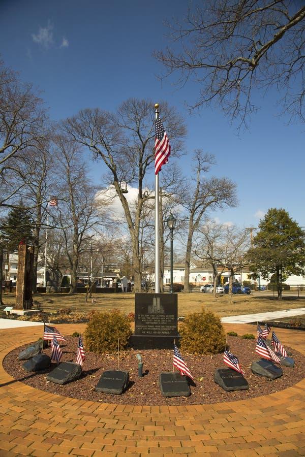 11 september gedenkteken met kolommen van World Trade Centerplaats in het Oosten Rockway stock afbeeldingen