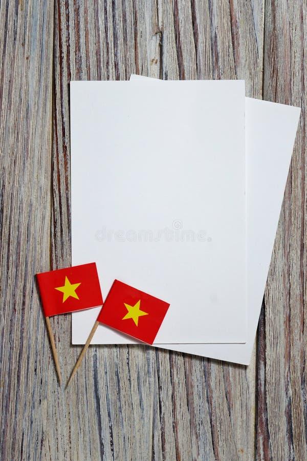 september 2, Juli 27, lycklig självständighetsdagen Vietnam minnesdagen för självständighet Begreppet av patriotism mini- flaggor royaltyfria bilder