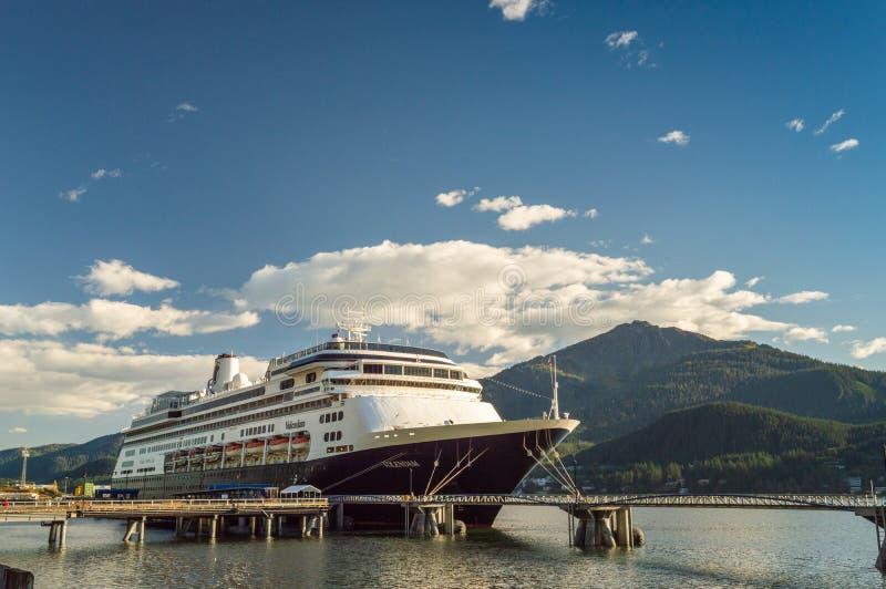 14. September 2018 - Juneau, Alaska: Das Volendam-Kreuzschiff angekoppelt im Hafen lizenzfreies stockbild