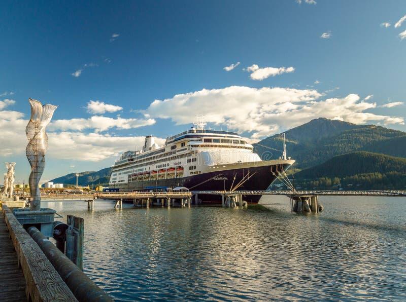 14 september, 2018 - Juneau, Alaska: Het Volendam-cruiseschip dokte in haven royalty-vrije stock foto