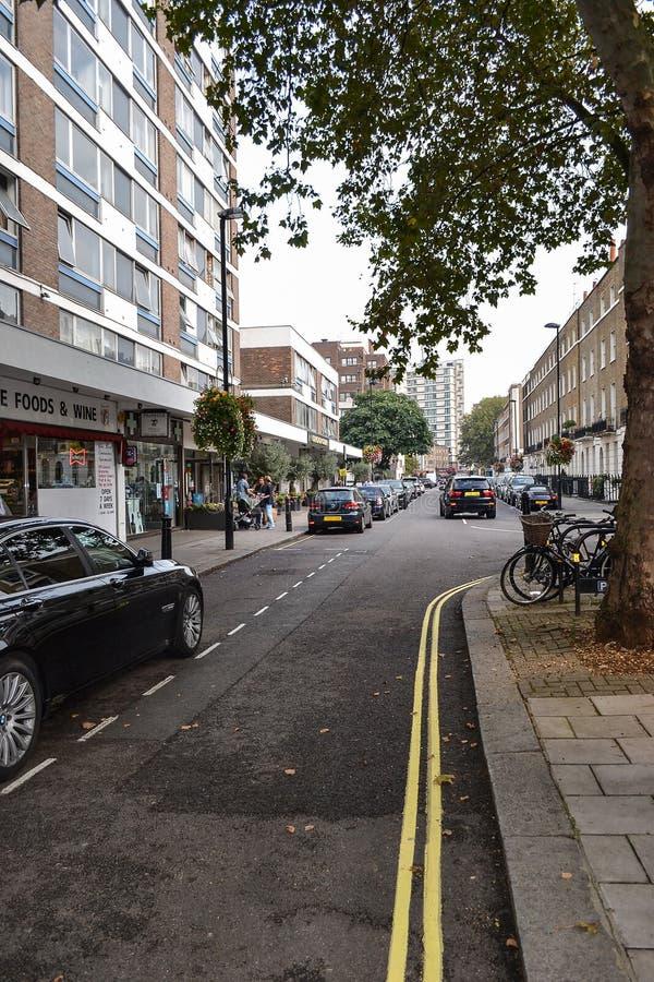 September 19, 2014, London, UK, sikt av gatan med hus w royaltyfri bild