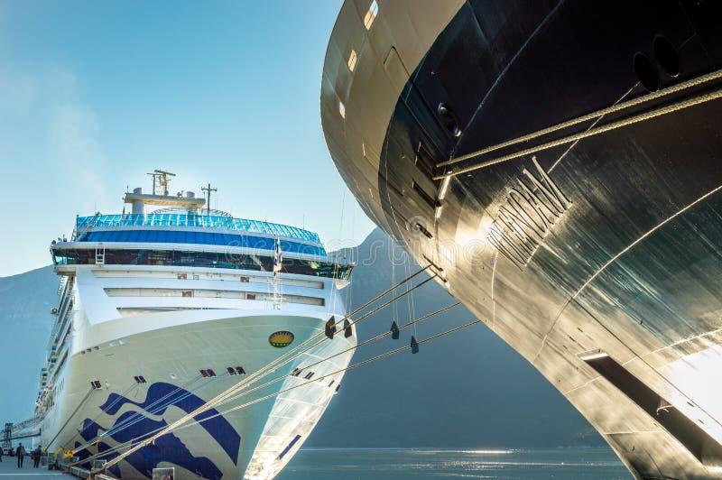 September 15, 2018 - Skagway, AK: Skeppen för Volendam och öprinsessakryssning arkivfoton
