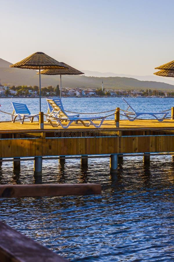 September-Sonnenuntergang auf dem ägäischen türkischen Meer lizenzfreie stockfotografie