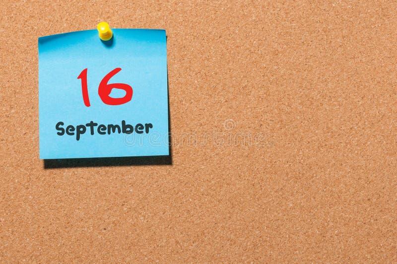 16. September Tag 16 des Monats, Farbaufkleberkalender auf Anschlagtafel Autumn Time Leerer Platz für Text lizenzfreies stockbild