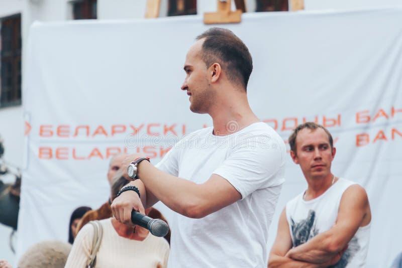 1 september, 2018 Witrussische de Straatfestiviteiten van Minsk in de avond stad royalty-vrije stock afbeelding