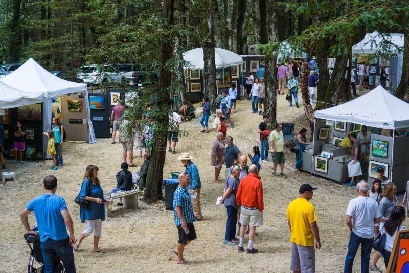 September 4, 2017 Woodside/CA/USA - folket besöker konungberget Art Fair som lokaliseras på horisontboulevarden på arbets- dag, S royaltyfria bilder