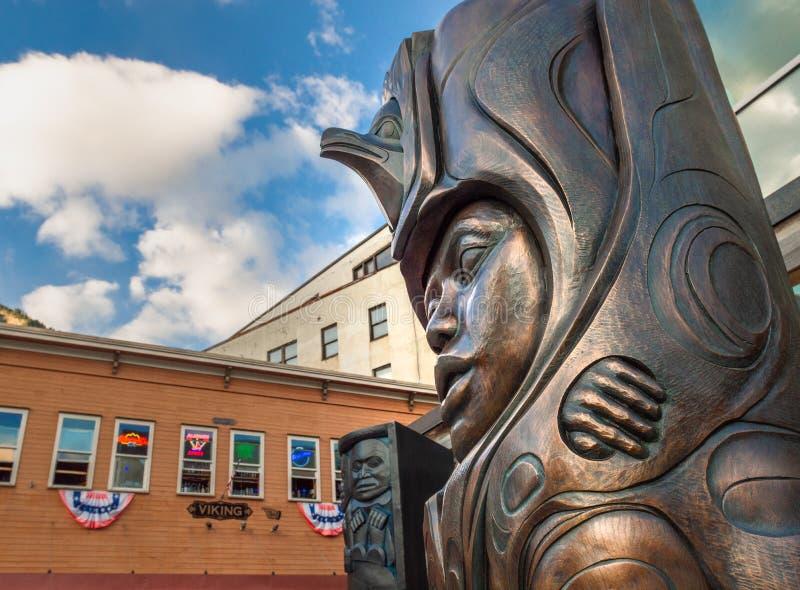14 septembre 2018 - Juneau, AK : Sculptures en bronze célébrant l'héritage indigène image libre de droits