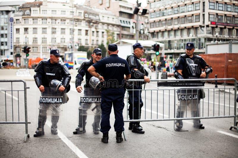 17 septembre 2017 - Pride Parade gai à Belgrade Serbie Policiers partout image stock