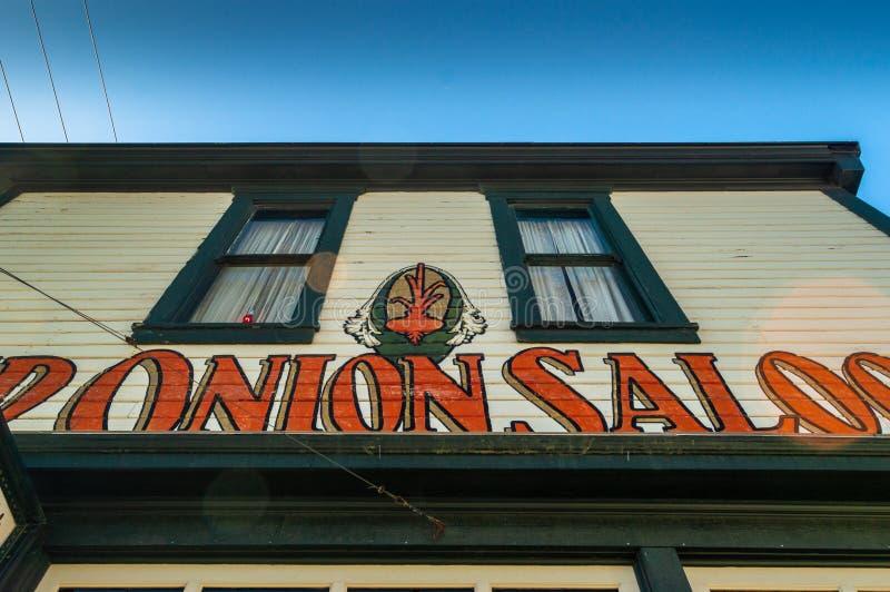 15 septembre 2018 - Skagway, AK : Façade avant de la salle d'oignon rouge, un ancien bordel photographie stock libre de droits