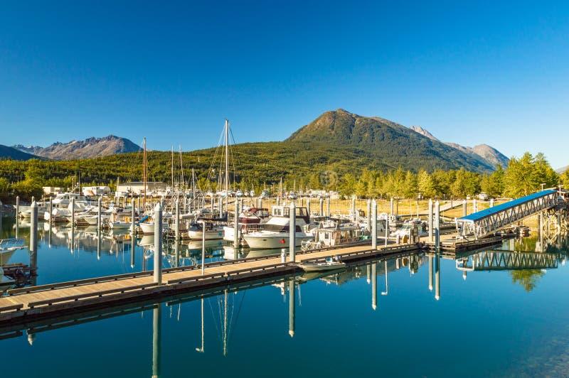 septembre 15, 2018 - Skagway, AK : Port de petit bateau un jour clair de ciel bleu photo stock