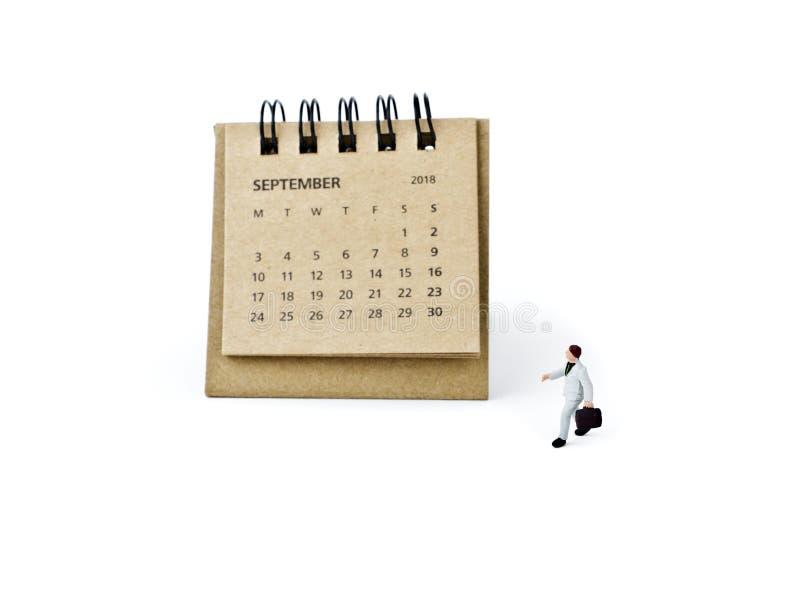 septiembre Haga calendarios la hoja y al hombre de negocios plástico miniatura en w fotos de archivo
