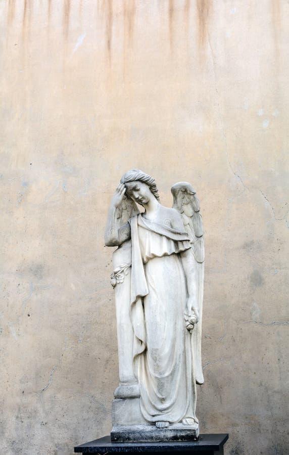 Sepulcraal beeldhouwwerk van Engel in Poblenou-Begraafplaats stock afbeelding