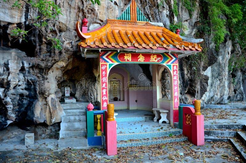 Sepulcro de los pares del fundador de la roca del templo divino de las bebidas espirituosas adentro en la base Ipoh Malasia de la fotos de archivo