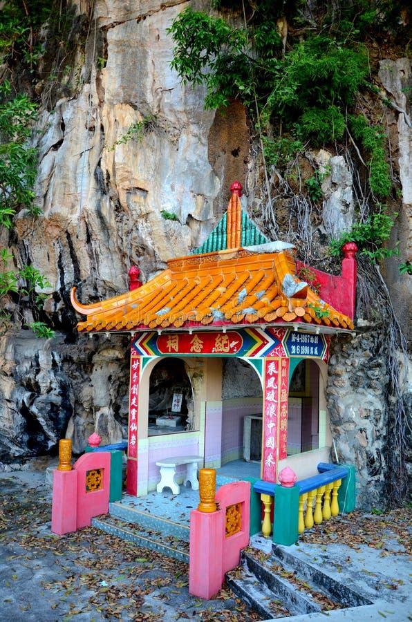 Sepulcro de los pares del fundador de la roca del templo divino de las bebidas espirituosas adentro en la base Ipoh Malasia de la fotografía de archivo libre de regalías