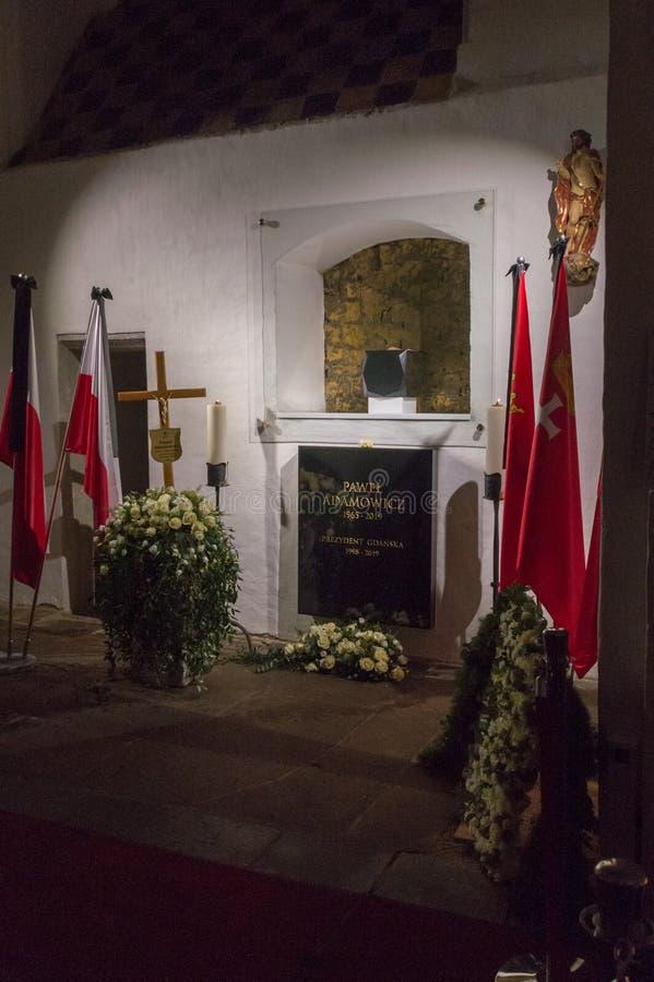 Sepulcro de Pawel Adamowicz en la iglesia de St Mary en la ciudad vieja de Gdansk fotografía de archivo