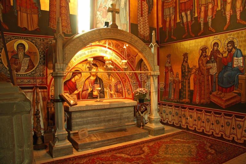 Sepulcro de Stephen el grande en el monasterio de Putna imagen de archivo