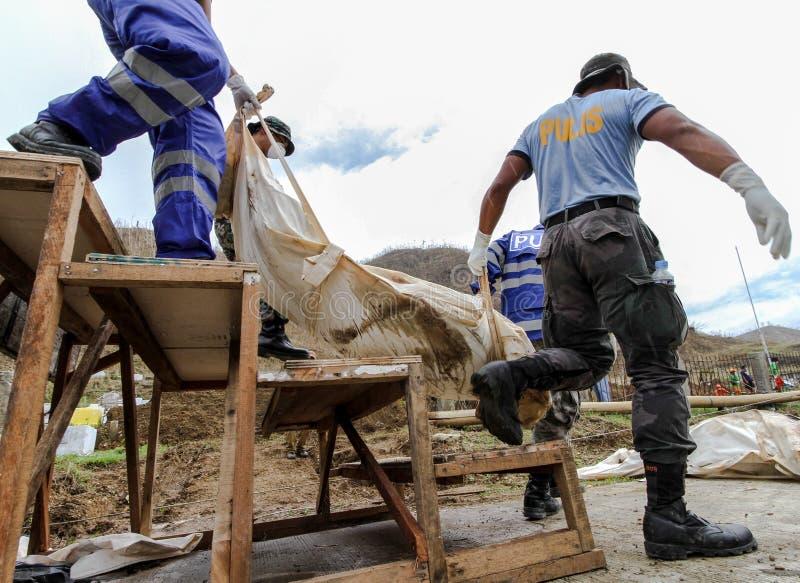 Sepulcro total para las víctimas del tifón Haiyan en Filipinas foto de archivo