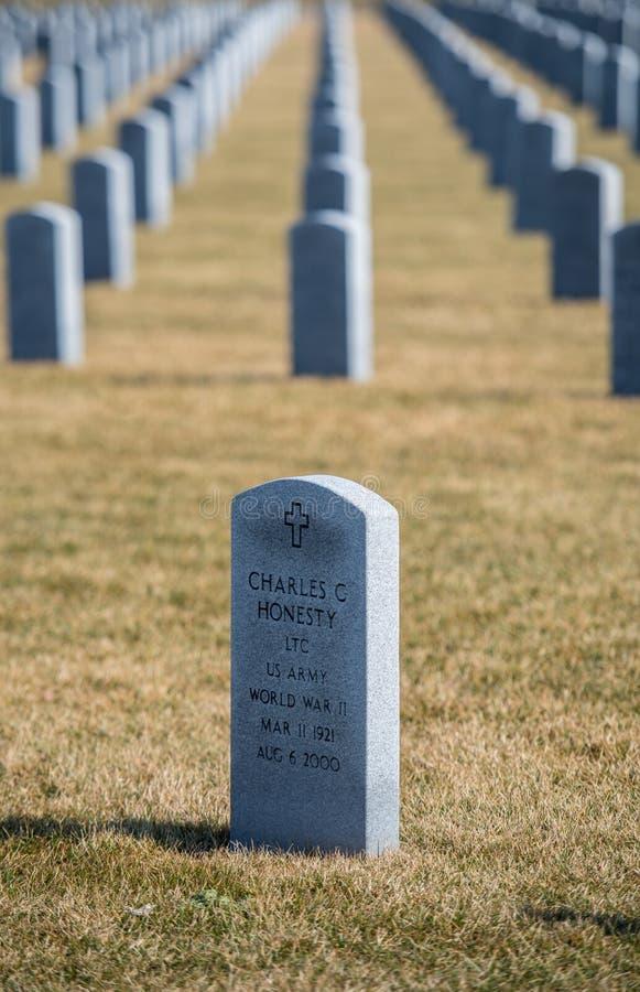 Sepulcros de héroes caidos en Abraham Lincoln National Cemetery imágenes de archivo libres de regalías