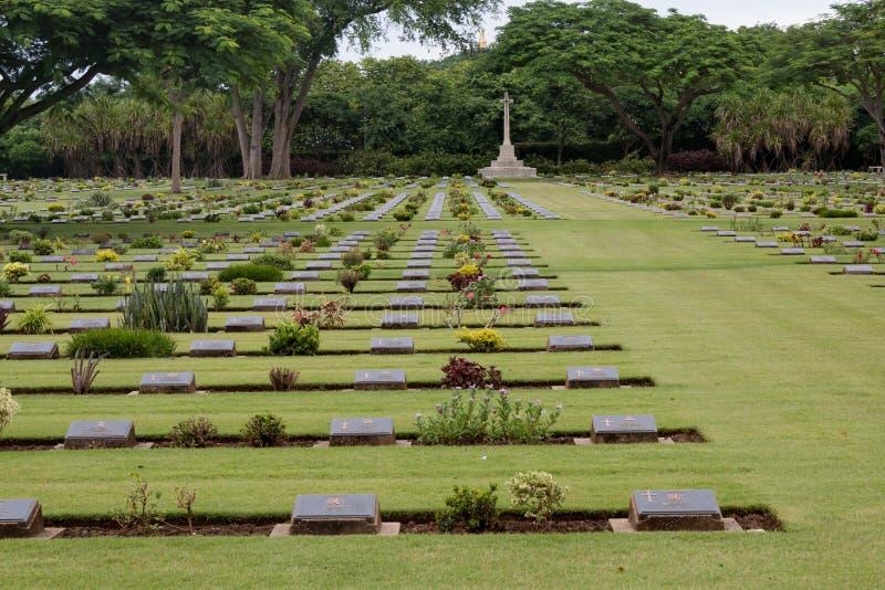 Sepulcros de la guerra de la Commonwealth, cementerio de la guerra de Chungkai en Kanchanaburi Tailandia fotos de archivo