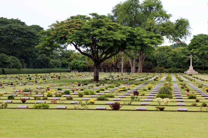 Sepulcros de la guerra de la Commonwealth, cementerio de la guerra de Chungkai en Kanchanaburi Tailandia imagen de archivo libre de regalías