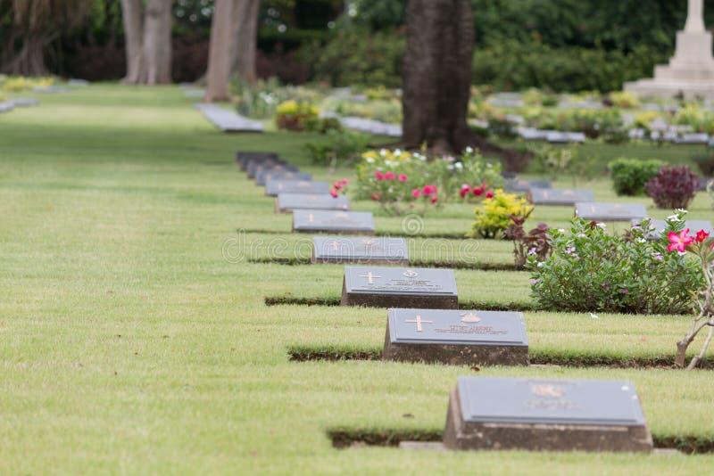 Sepulcros de la guerra de la Commonwealth, cementerio de la guerra de Chungkai en Kanchanaburi Tailandia imagenes de archivo