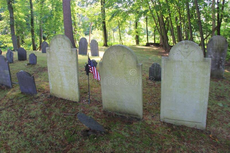Sepulcros para arriba encima de Ridge del autor, cementerio hueco soñoliento, concordia, masa 2016 foto de archivo libre de regalías