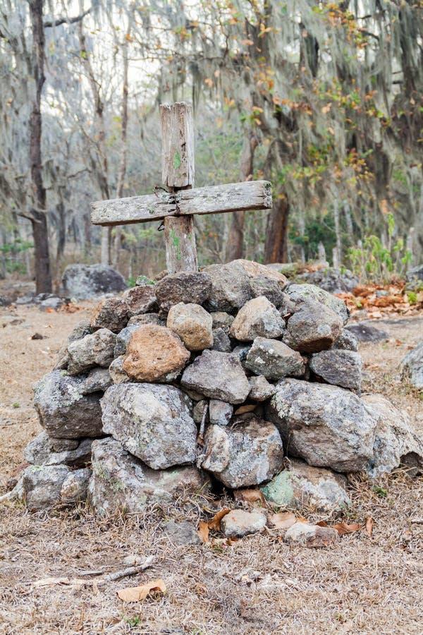 Sepultura com uma cruz na área protegida Miraflor, Nicarag foto de stock royalty free